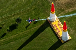 Matt Hall of Australia performs during the qualifying day at the fifth stage of the Red Bull Air Race World Championship in Ascot, Great Britain on August 13, 2016. // Mihai Stetcu/Red Bull Content Pool // For more content, pictures and videos like this please go to www.redbullcontentpool.com.