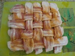 1024px-bacon_explosion_preperation_01