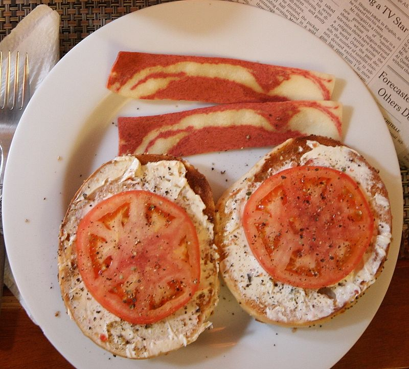 800px-veggie_-bacon-_breakfast